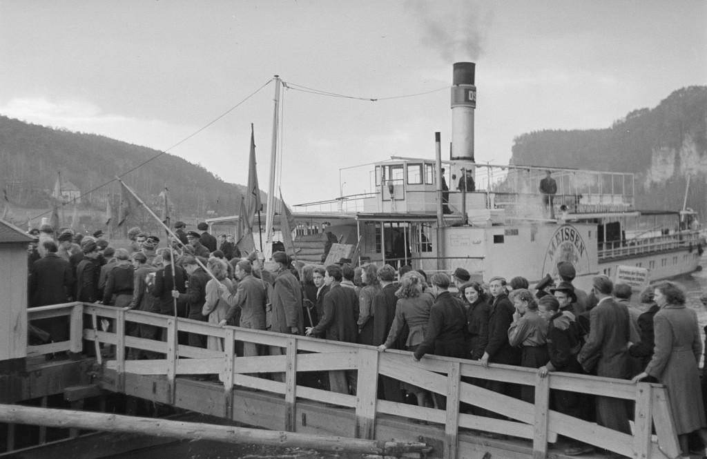 1953um PD MEISSEN auf FDJ-Sonderfahrt in Rathen - Quelle SLUB Dresden