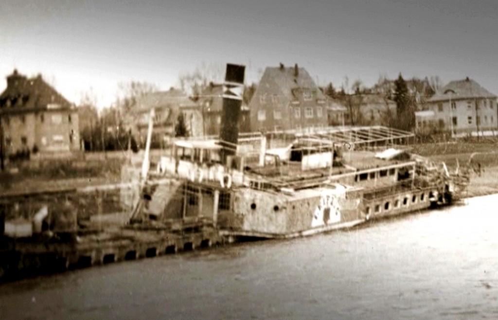 1945_02 PD LEIPZIG gesunken am Kleinzschachwitzer Ufer