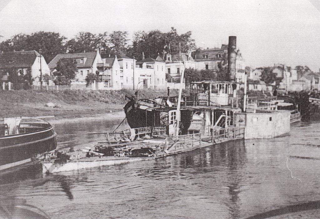 1945 RIESA gesunken Werft Laubegast - Foto E.Heller